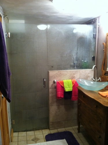Shower door 47